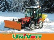 Traktor типа Agromehanika AGT 835 TS mit Streuer und Schneeschild, Gebrauchtmaschine в Warmensteinach