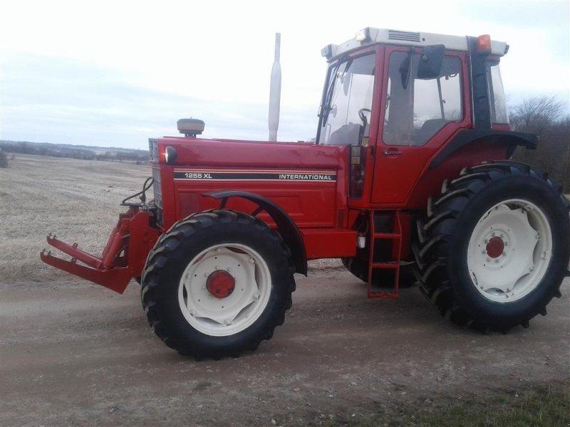 Traktor типа Case IH 1255 XL 4 WD og Krarup frontlift, Gebrauchtmaschine в Skive (Фотография 1)