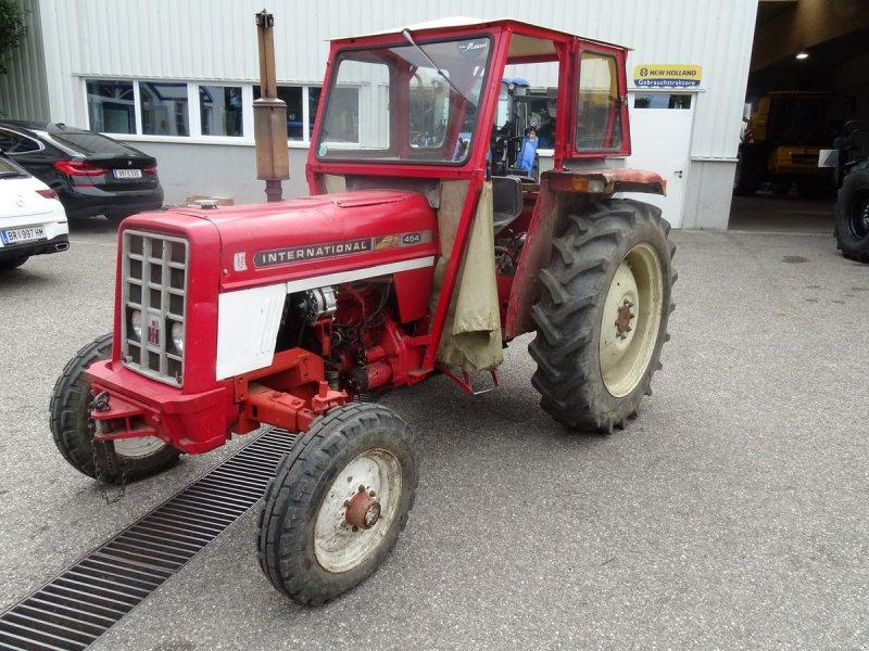 Traktor des Typs Case IH 454, Gebrauchtmaschine in Burgkirchen (Bild 1)