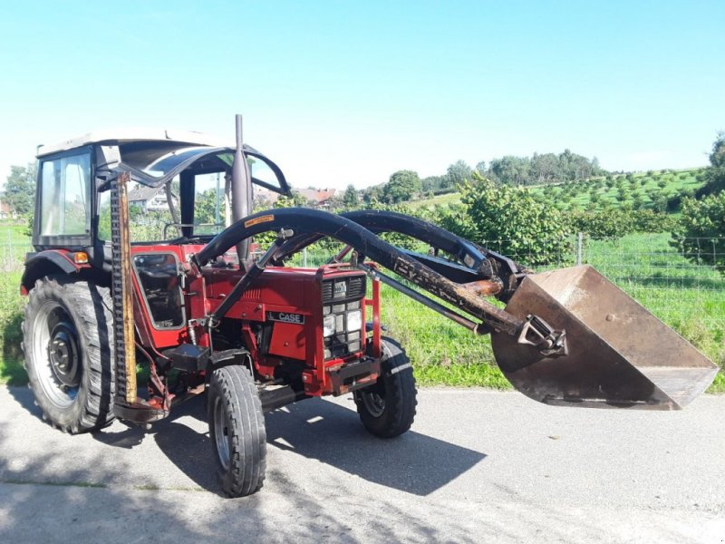 Traktor des Typs Case IH 533 mit Frontlader, Gebrauchtmaschine in Dornstadt (Bild 1)