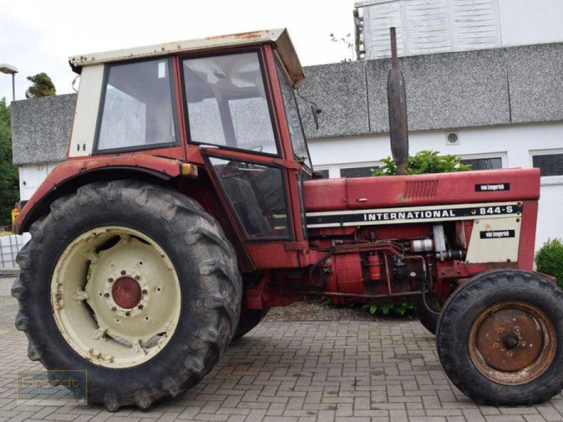 Traktor des Typs Case IH 844, Gebrauchtmaschine in Bremen (Bild 1)
