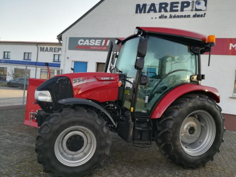 Traktor of the type Case IH FARMALL 55A, Neumaschine in Vehlow (Picture 1)