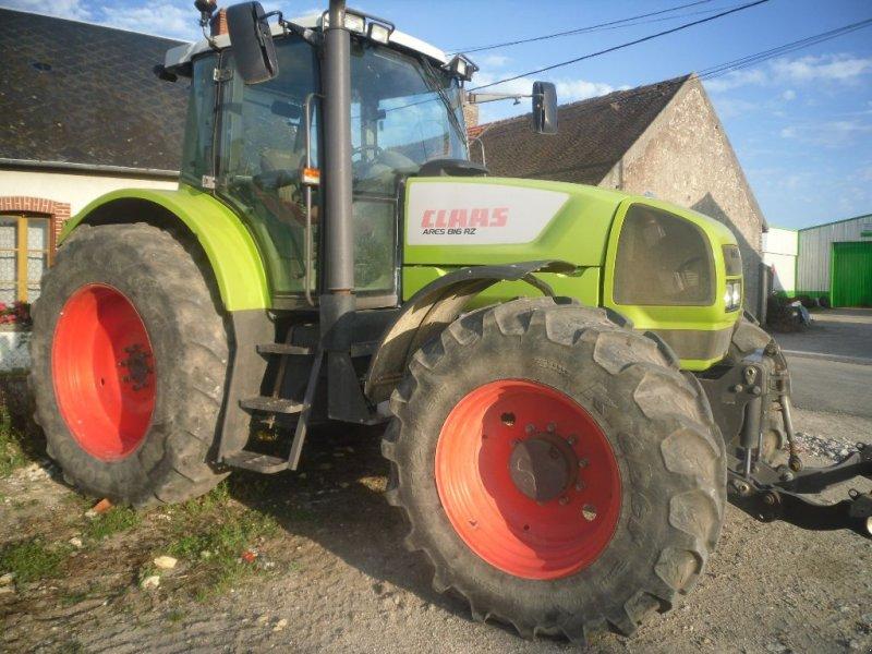 Traktor типа CLAAS ARES 816 RZ, Gebrauchtmaschine в CHAPELON (Фотография 1)