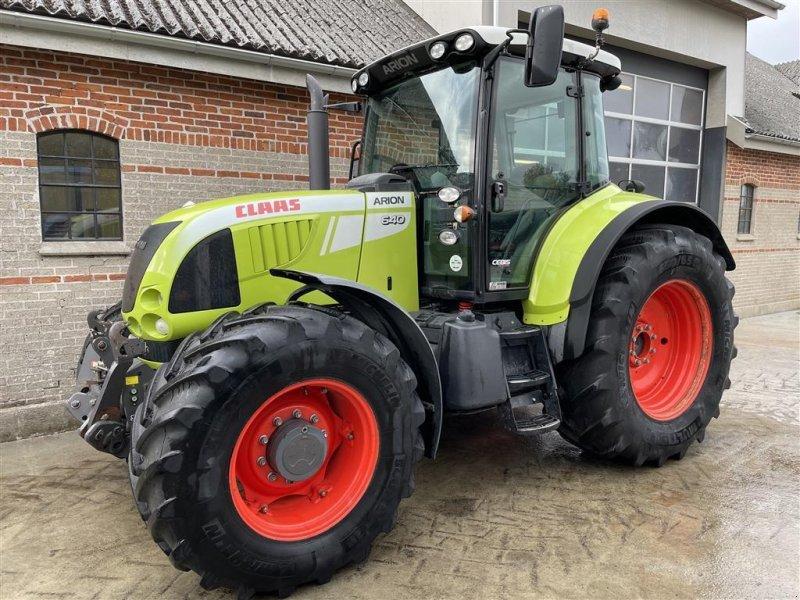 Traktor типа CLAAS ARION 640 CEBIS Ekstremt velholdt - affjedret foraksel og frontlift, Gebrauchtmaschine в Grenaa (Фотография 1)