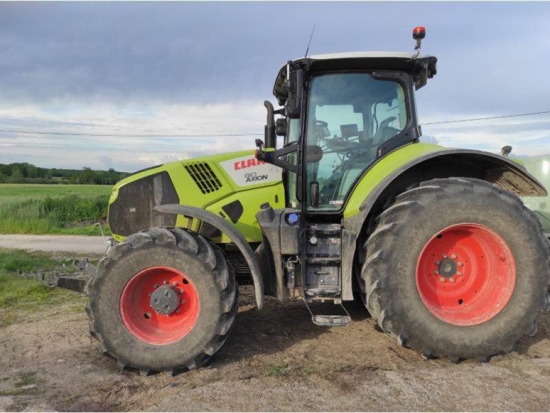 Traktor типа CLAAS AXION 810, Gebrauchtmaschine в Chauvoncourt (Фотография 1)