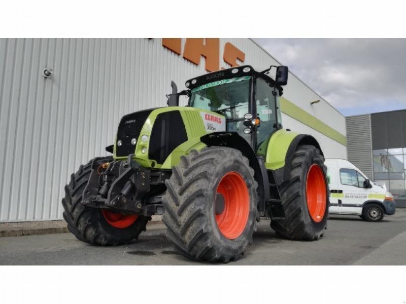 Traktor типа CLAAS AXION 820 CMATIC, Gebrauchtmaschine в NEUVILLE EN POITOU (Фотография 1)