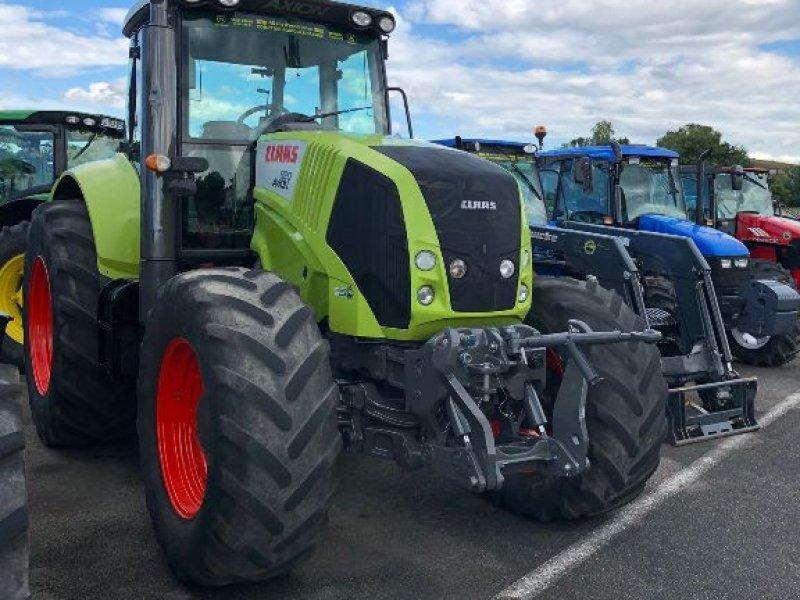 Traktor типа CLAAS AXION 820, Gebrauchtmaschine в SAINT PALAIS  (Фотография 1)