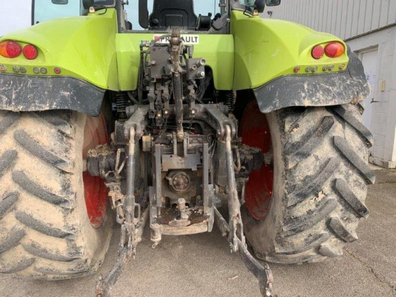 Traktor типа CLAAS AXION 820, Gebrauchtmaschine в Marolles (Фотография 1)