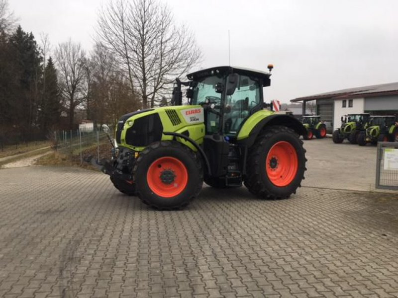 Traktor des Typs CLAAS AXION 870 CMATIC CEBIS, Vorführmaschine in Moos-Langenisarhofen (Bild 1)