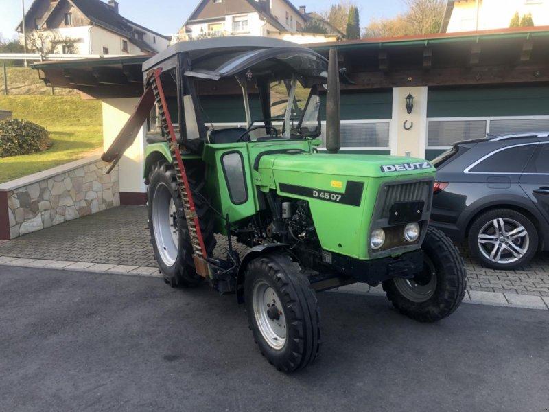 Traktor des Typs Deutz-Fahr 4507 wie 4506 4807 5207 Mähwerk TÜV - erst 5037 Std. - TÜV neu, Gebrauchtmaschine in Niedernhausen (Bild 1)