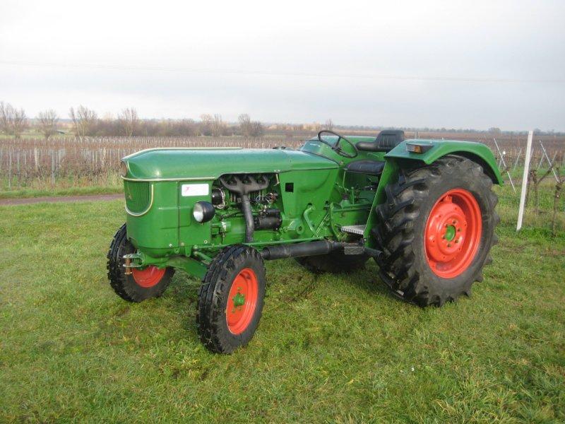 Oldtimer-Traktoren kaufen bei technikboerse.com