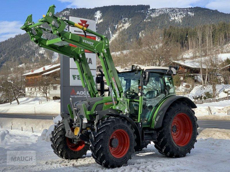 Traktor des Typs Fendt 209 S Vario S3 + Frontlader Cargo 3X/65 DW, Neumaschine in Eben (Bild 1)