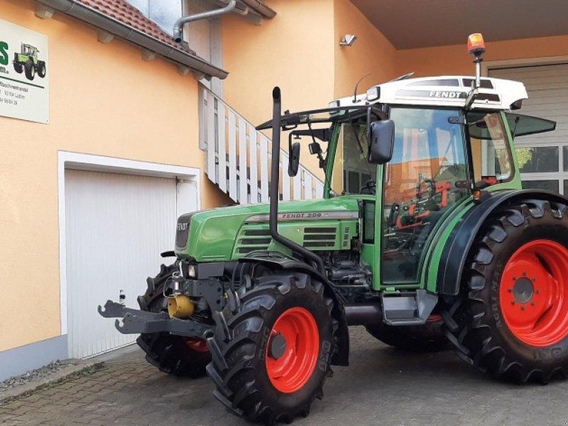 Traktor типа Fendt 209 SA mit FH, FZ, Klima, gefederte Vorderachse, Gebrauchtmaschine в Laaber (Фотография 1)