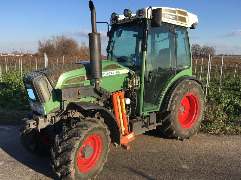 Traktor типа Fendt 209 Vario TMS, Gebrauchtmaschine в Edesheim (Фотография 1)