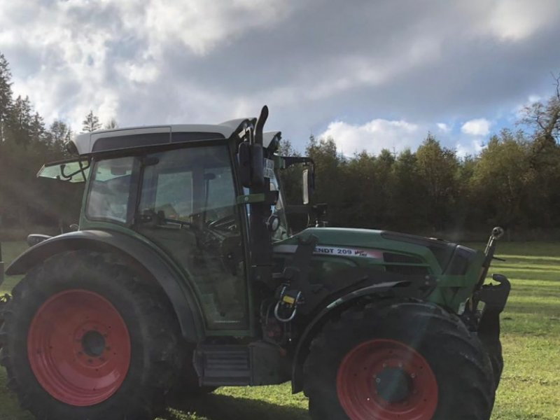 Traktor типа Fendt 209 Vario TMS, Gebrauchtmaschine в Erndterbück (Фотография 1)