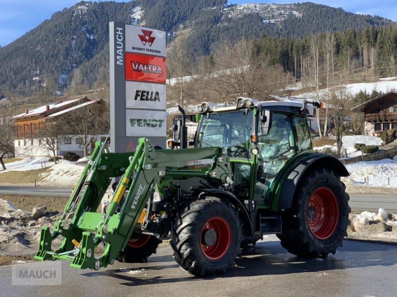 Traktor des Typs Fendt 211 S Vario S3 + Frontlader Cargo 3X/65, Neumaschine in Eben (Bild 1)