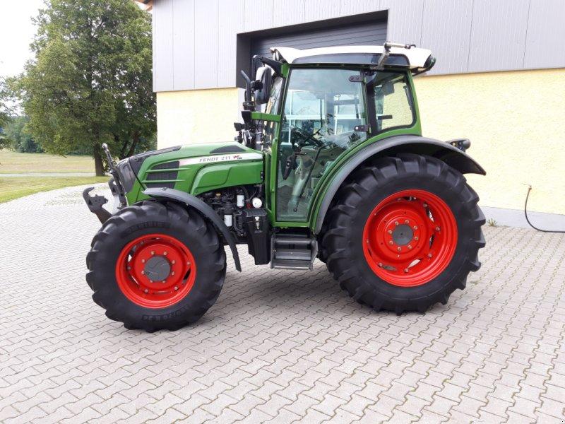 Traktor des Typs Fendt 211 Vario TMS Nature Green, Gebrauchtmaschine in Tirschenreuth (Bild 2)