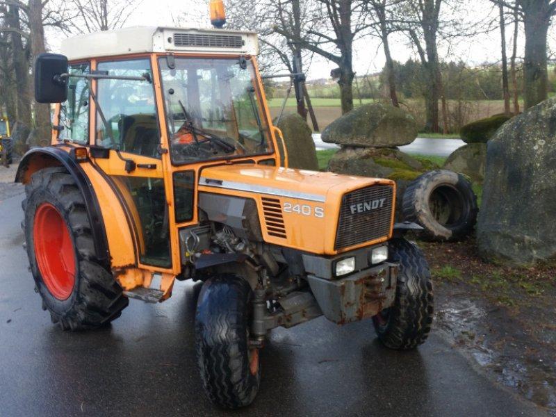 Traktor des Typs Fendt 240 S, Gebrauchtmaschine in Reuth (Bild 1)