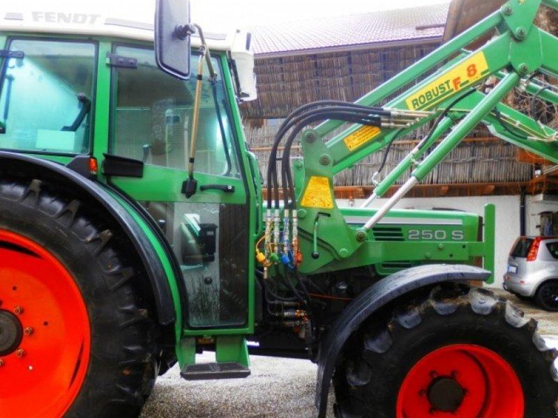 Traktor типа Fendt 250 S, Gebrauchtmaschine в Götzens Tirol (Фотография 1)