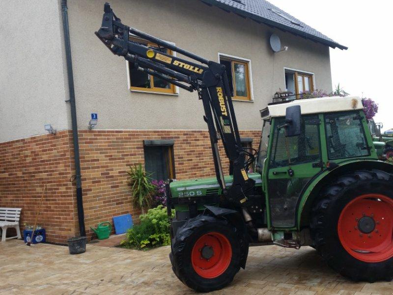 Traktor des Typs Fendt 250 SA, Gebrauchtmaschine in Reuth (Bild 1)