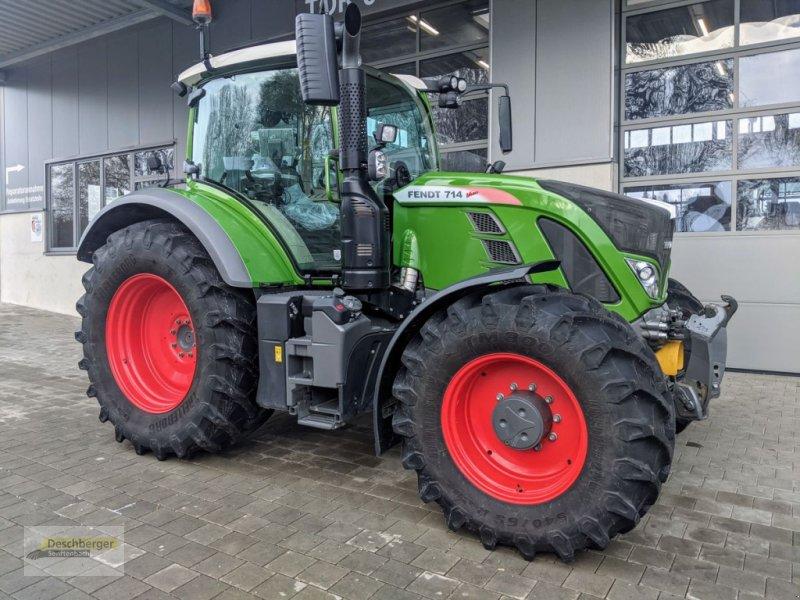 Traktor des Typs Fendt 714 Vario S4 ProfiPlus, Vorführmaschine in Senftenbach (Bild 1)