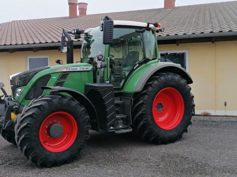 Traktor des Typs Fendt 714 Vario SCR Profi, Gebrauchtmaschine in Eggenfelden (Bild 1)