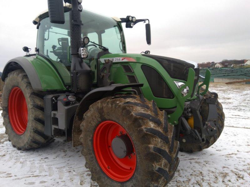 Traktor des Typs Fendt 714 Vario SCR, Gebrauchtmaschine in Kaisheim (Bild 1)
