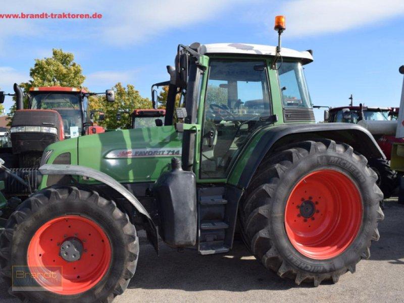 Traktor des Typs Fendt 714 Vario, Gebrauchtmaschine in Bremen (Bild 1)