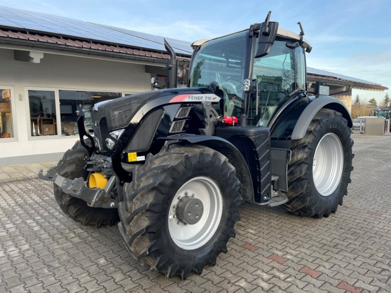 Traktor типа Fendt 716 Vario Profi Plus RTK- Black- Unfall, Gebrauchtmaschine в Neureichenau (Фотография 1)