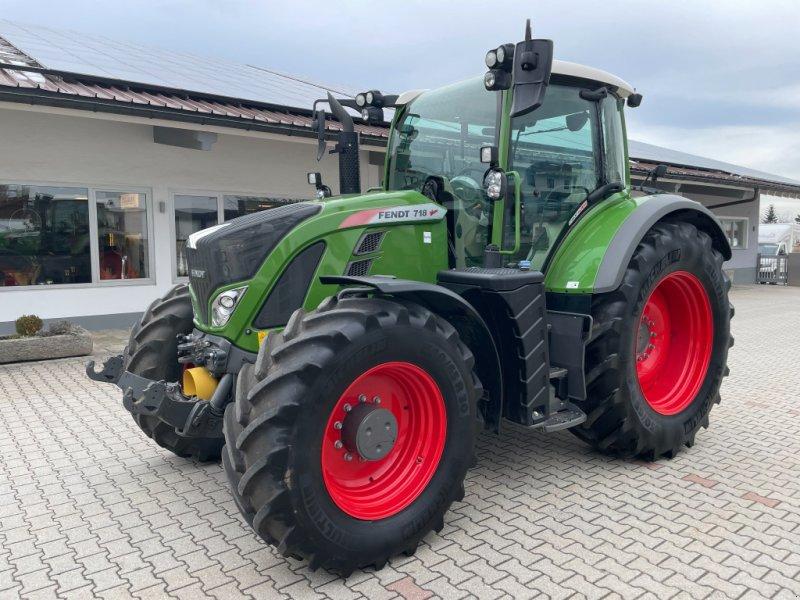 Traktor des Typs Fendt 718 Profi Plus S4 Brandschaden, Gebrauchtmaschine in Neureichenau (Bild 1)