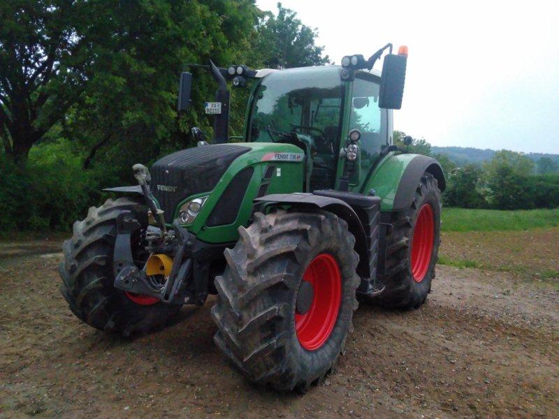 Traktor des Typs Fendt 718 Vario SCR, Gebrauchtmaschine in Ortenburg (Bild 1)