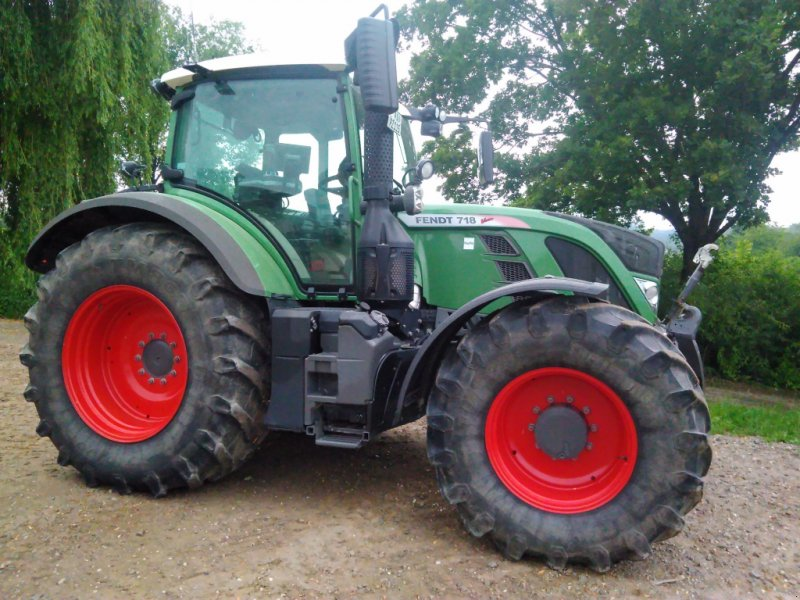 Traktor des Typs Fendt 718 Vario SCR, Gebrauchtmaschine in Ortenburg (Bild 2)