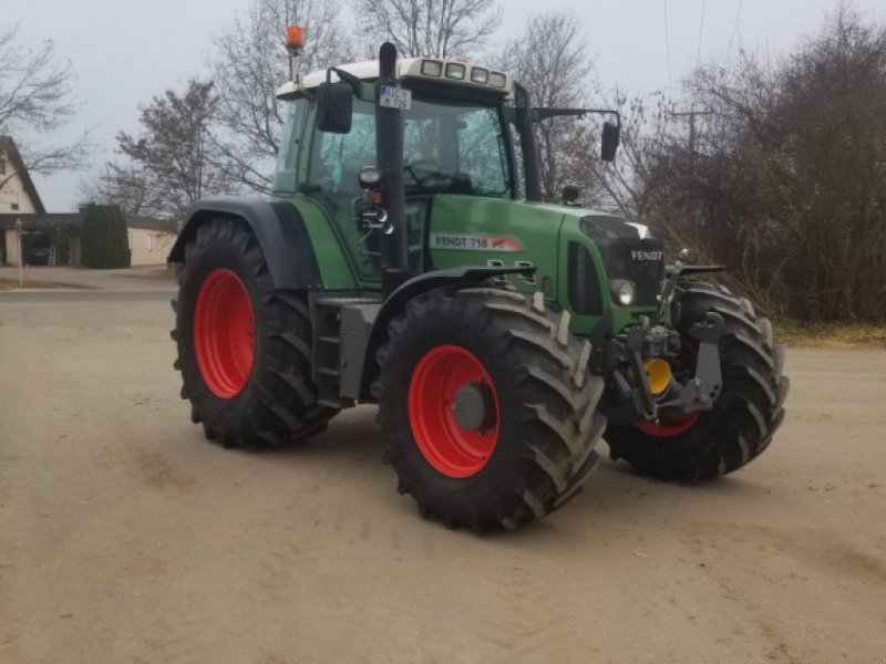 Traktor des Typs Fendt 718 Vario TMS, Gebrauchtmaschine in Aichach (Bild 1)