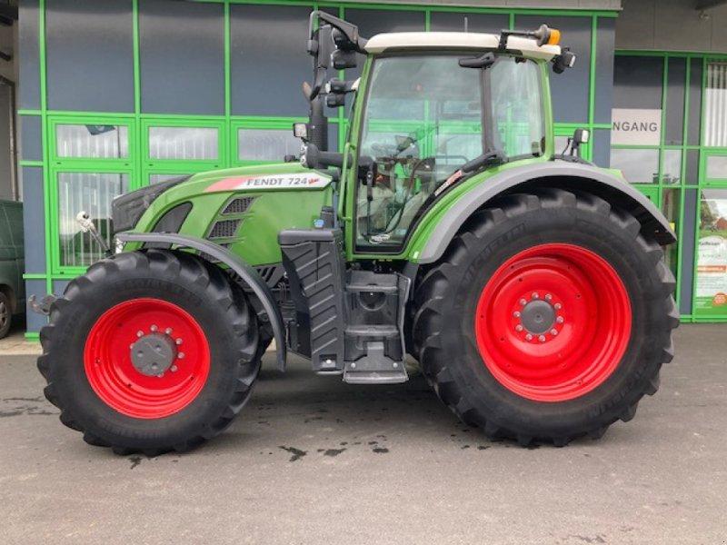 Traktor типа Fendt 724 Vario Profi Plus, Gebrauchtmaschine в Homberg/Efze (Фотография 1)