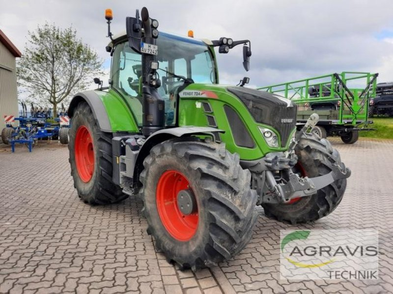 Traktor of the type Fendt 724 VARIO S4 POWER PLUS, Gebrauchtmaschine in Barsinghausen-Göxe (Picture 1)