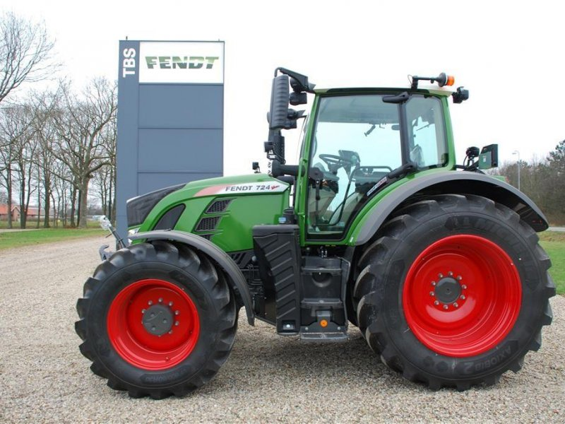 Traktor of the type Fendt 724 Vario S4 Profi Plus, Gebrauchtmaschine in Grindsted (Picture 1)