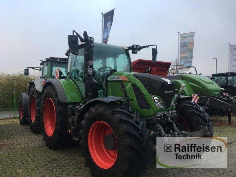 Traktor des Typs Fendt 724 Vario S4 Profi Plus, Gebrauchtmaschine in Gadebusch (Bild 1)