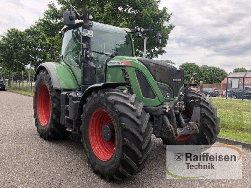 Traktor des Typs Fendt 724, Gebrauchtmaschine in Bad Oldesloe (Bild 1)