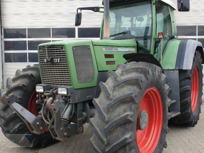 Traktor des Typs Fendt 824 Favorit, Gebrauchtmaschine in Kleinlangheim - Atzhausen (Bild 1)