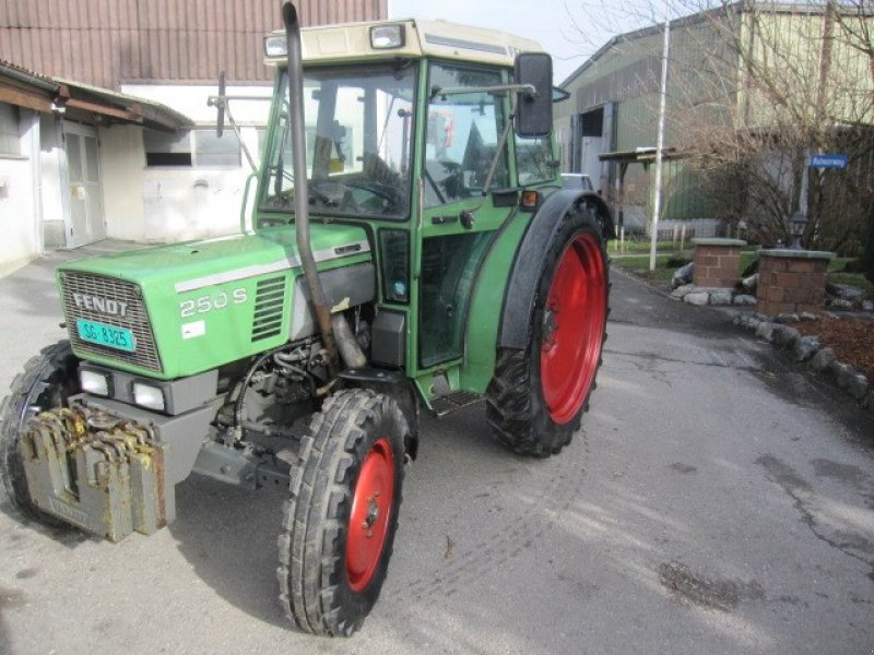 Traktor типа Fendt Fendt Farmer 250 S, Gebrauchtmaschine в Diepoldsau (Фотография 1)