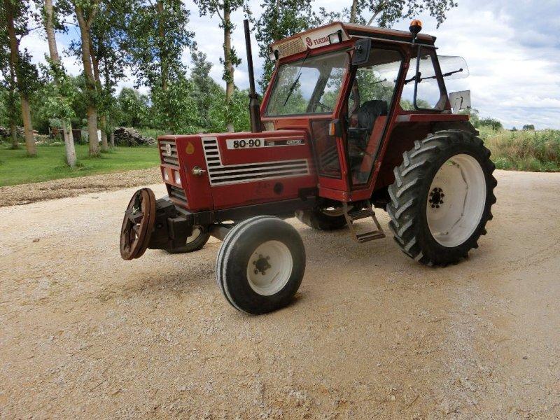 Traktor des Typs Fiatagri 80/90, Gebrauchtmaschine in ROUVRES EN PLAINE (Bild 1)