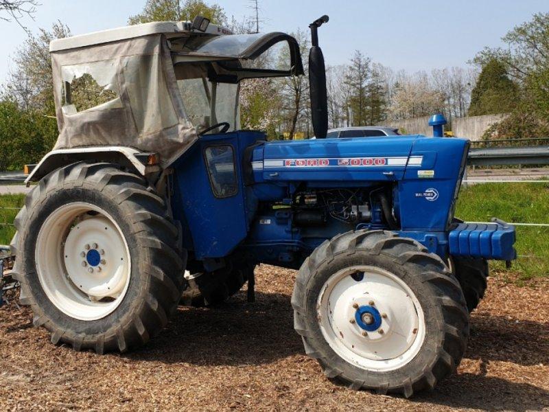 Traktor des Typs Ford 5000, Gebrauchtmaschine in Ottersweier (Bild 1)