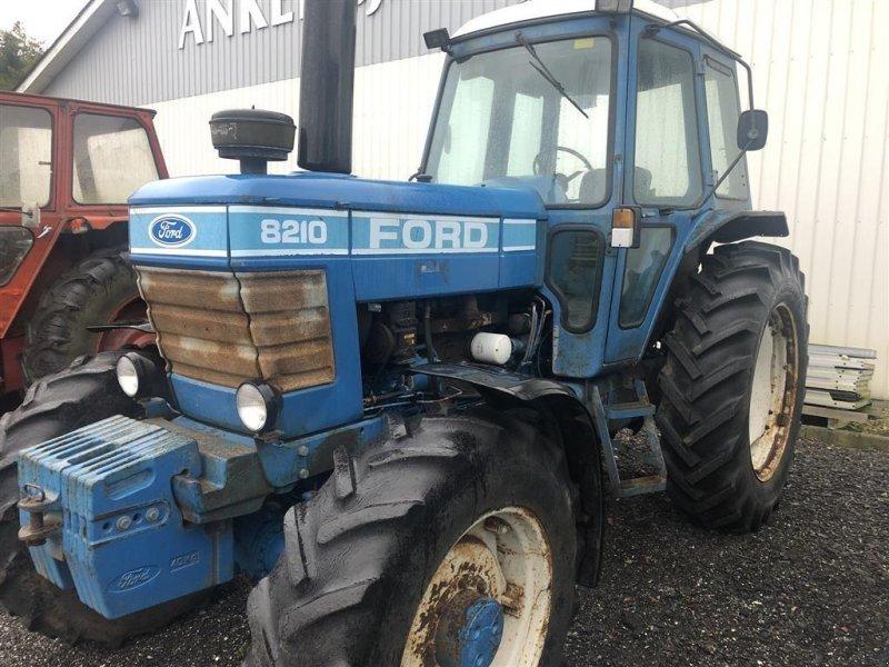 Traktor типа Ford 8210 4 WD, Gebrauchtmaschine в Holstebro (Фотография 1)