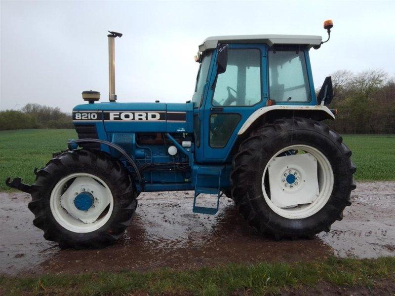 Traktor des Typs Ford 8210 FII Turbo, 4wd Med Frontlift, Turbo,Bremseventil og Air Condition, Gebrauchtmaschine in Skive (Bild 1)