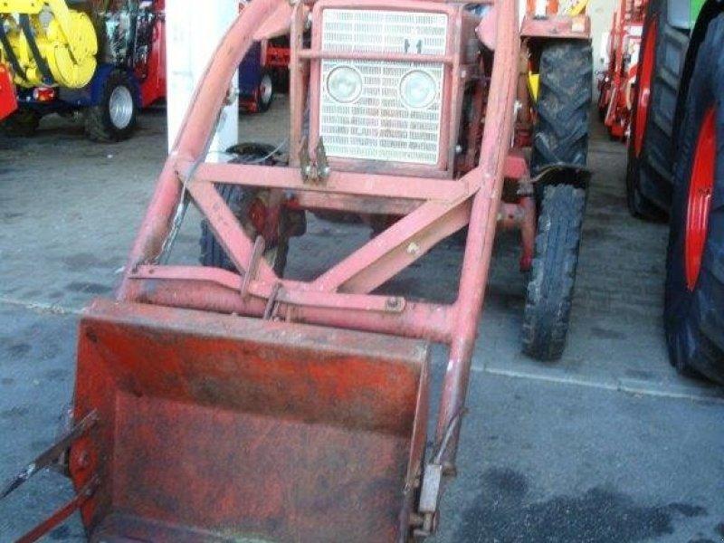 Traktor du type IHC 353, Gebrauchtmaschine en Pfarrkirchen (Photo 3)