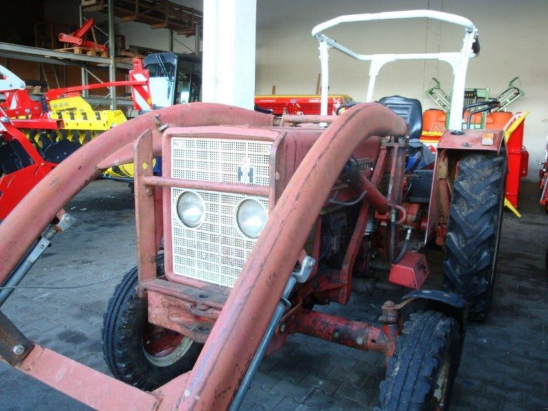Traktor du type IHC 353, Gebrauchtmaschine en Pfarrkirchen (Photo 2)