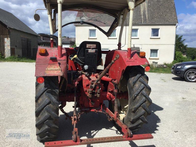 Traktor des Typs IHC 383, Gebrauchtmaschine in Kasendorf (Bild 3)