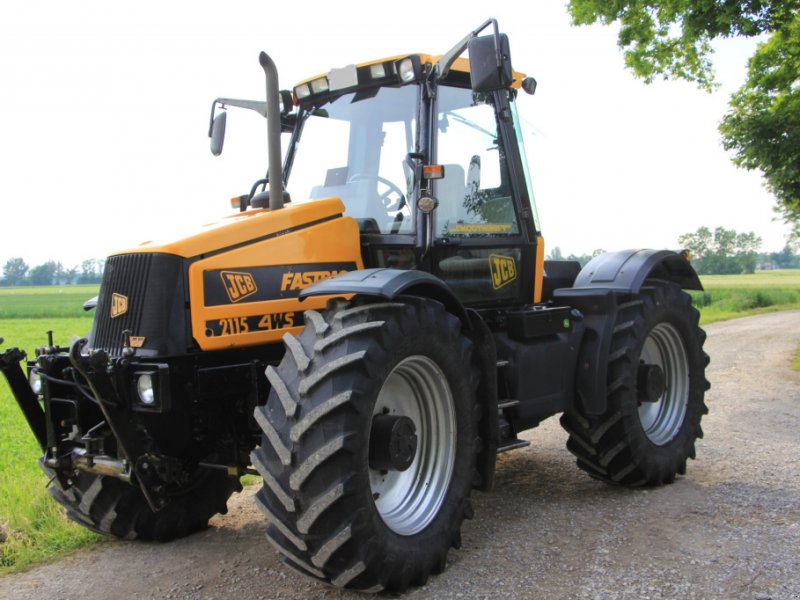 JCB Fastrac 2115 4WS Traktor