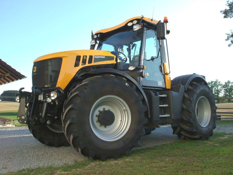 Traktor des Typs JCB Fastrac 3230, Gebrauchtmaschine in Hebertsfelden (Bild 1)