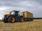 Traktor des Typs JCB Fastrac 4220 in Königsbach